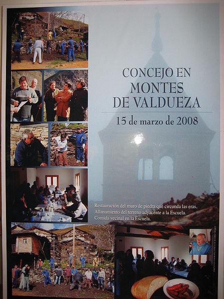 Cartel del Concejo en Montes de Valdueza