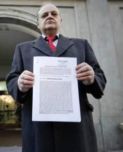 El abogado de Democracia Real a la entrada del Supremo.e. n.